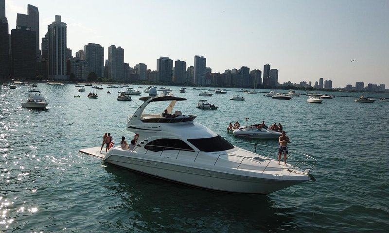 Chicago Yacht2.jpg