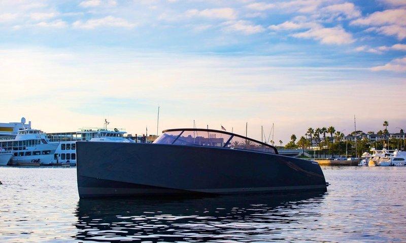 James Bond boat rental