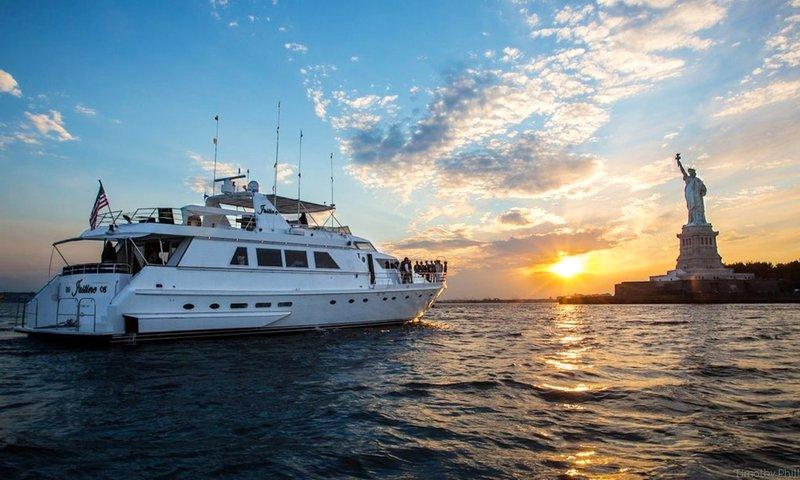 New York City Fireworks boat rental