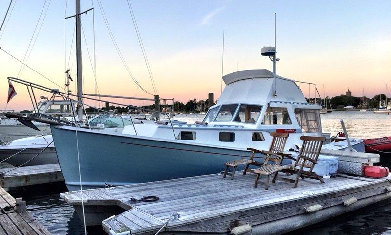 Newport Motor Yacht.jpg