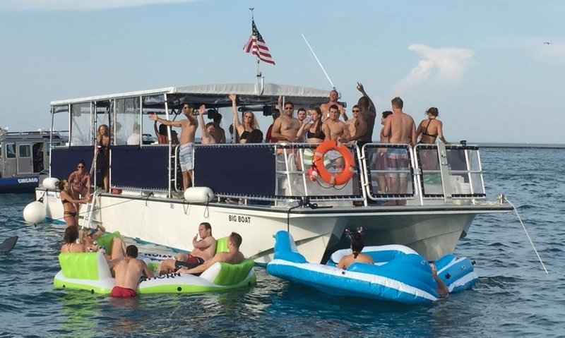 Party Pontoon Chicago.jpg