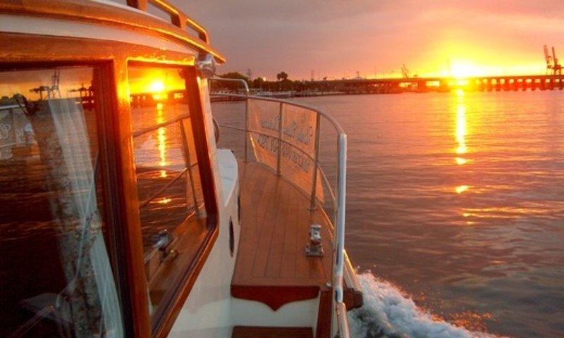 boat-rentals-east-fremantle-western-australia-processed.jpg