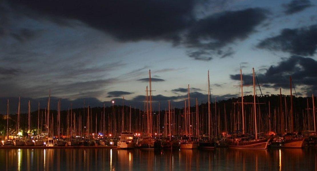boats docked at night.jpg