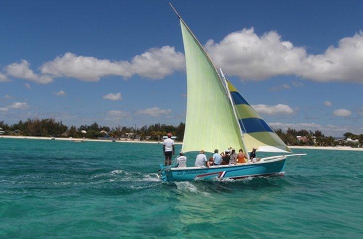 small sailboats.jpg
